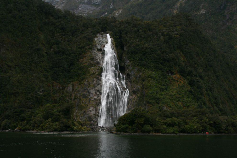 Nueza Zelanda - Cascada Lady Bowen en Milford Sound